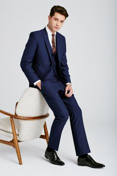 Now THAT is a Bright Blue Suit! Be ready for that next big event! Your new suit awaits! Francisco Lachowski, Bright Blue Suit, Blue Suit Men, Blazer Fashion, Suit Fashion, Looks Cool, Men Looks, Best Designer Suits, Preppy Boys