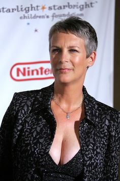 """Jamie Lee Curtis Photos Photos: """"A Stellar Night"""" Gala by the Starlight Starbright Children's Foundation Beautiful Women Over 50, Beautiful Celebrities, Beautiful Actresses, Hot Actresses, Jamie Lee Curtis Age, James Lee, Janet Leigh, Actrices Hollywood, Helen Mirren"""