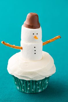 Snowman Cupcakes from @cookingclassy | Snowman Recipe Ideas