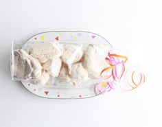 Patterned plates By Nora Vrba from La Fête These plates will add some fun to every party table or make a great gift. Just add some homemade merengue and your set. what you'll need: *(serving)plates *decor foil for porcelain in...