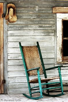 Love this old rocking chair.  Yup, I can't wait to sit a spell on my front porch in Salmon.  Now I just have to find the perfect chair.