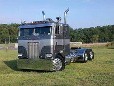 Peterbilt 352 Coe (Cab Over Engine) This would be a fun build Show Trucks, Big Rig Trucks, Old Trucks, Custom Big Rigs, Custom Trucks, Big Ride, Cab Over, Peterbilt Trucks, Peterbilt 379
