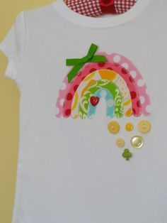 Patrick's Day, then just swap the shamrock button for a heart to wear anytime. Ahem, - think you can whip this up? Applique Monogram, Embroidery Applique, Sewing For Kids, Diy For Kids, Sewing Crafts, Sewing Projects, Sewing Blogs, Sewing Ideas, Diy Projects