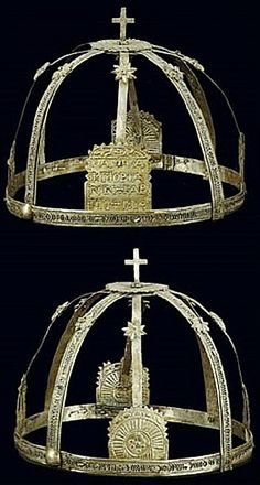 'Rum' (Anatolian Greek), from Cappadocia. The bridegroom's crown bears an inscription in so-called 'Karamanli' (= Turkish, written phoneticall… Dna History, Bronze Age Collapse, Benaki Museum, Greek Alphabet, Rite Of Passage, Turkish Jewelry, Cappadocia, Black Sea, World Cultures
