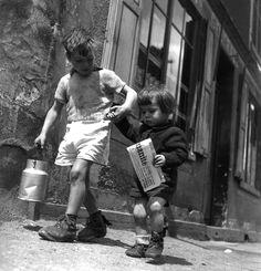 Robert Doisneau - Rue Marcellin Berthelot, Choisy le Roi, 1945.