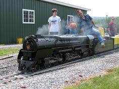 Back yard train Model Steam Trains, Live Steam Models, Model Trains, Old Steam Train, Garden Railroad, Hobby Trains, Pennsylvania Railroad, Model Train Layouts, Parcs