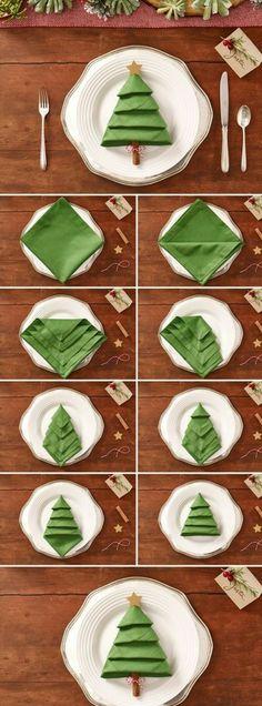 centre de table noel, pliage de serviette verte en forme de sapin dans une assiette, comment disposer les plats pendant le souper de Noël