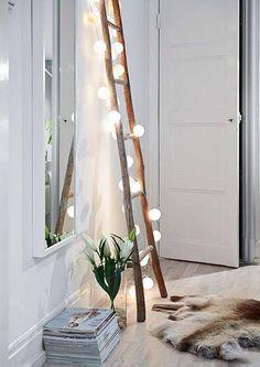Un éclairage tamisé pour une ambiance feutrée. lumières bougies décoration de noel magie magique