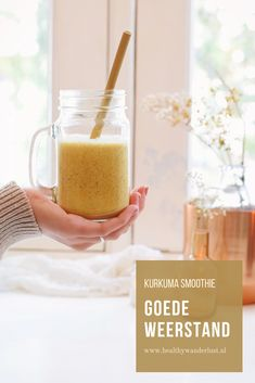 Banana smoothie with blender - Clean Eating Snacks Raspberry Smoothie, Apple Smoothies, Healthy Smoothies, Smoothie Recipes, Girl Japanese, Gourmet Recipes, Healthy Recipes, Healthy Food, Healthy Eating