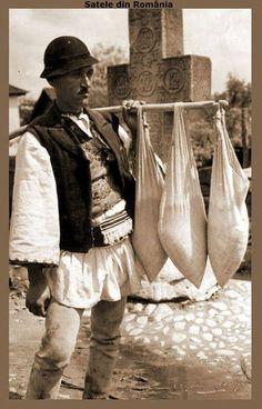 Fresh cheese seller, old photo, Romania, Vânzător de brânză