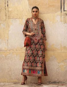 2019 Sabyasachi Charbagh Bridal Lehenga collection has a bunch of traditional red wedding lehengas, some gorgeous destination wedding outfits + lots more. Sari, Lehenga Choli, Anarkali, Indian Attire, Indian Wear, Pakistani Outfits, Indian Outfits, Bridal Lehenga Collection, Sabyasachi Collection