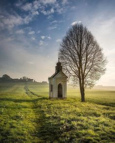 Lonely chapel by Peter Zajfrid Chapel on the field at Jurovski Dol, Slovenia Peter Zajfrid: Photos Abandoned Churches, Old Churches, Films Western, Vie Simple, Church Pictures, Old Country Churches, Take Me To Church, Church Architecture, Church Building