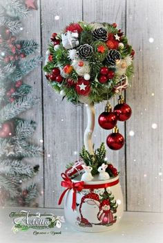 Last year: This year: I have decided to replace the wreath on my front door since & Christmas Makes, Christmas Art, Christmas Projects, Simple Christmas, Handmade Christmas, Christmas Flower Arrangements, Christmas Centerpieces, Xmas Decorations, Christmas Topiary