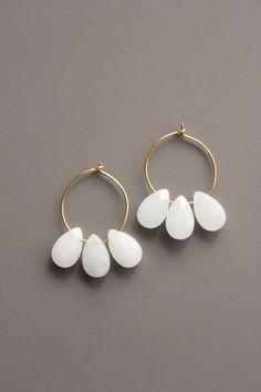 Handmade Jewelry Tutorials, Handmade Jewelry Bracelets, Bijoux Diy, Earrings Handmade, Handmade Jewellery, Silver Bracelets, Clay Earrings, Beaded Earrings, Beaded Jewelry