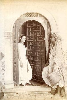 c.1880 - Two women in the old city (Algiers, Algeria)