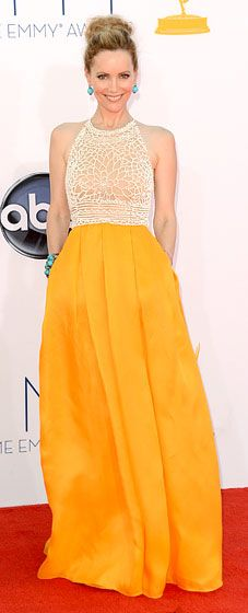 Best Emmy Awards Dress: Leslie Mann, 2012 Sometimes, it pays to be different. Leslie Mann's full-skirted Naeem Khan gown looked like nothing else we saw on the red carpet—just one more reason to love it (and her). Celebrity Red Carpet, Celebrity Dresses, Celebrity Style, Yellow Formal Dress, Strapless Dress Formal, Leslie Mann, Hollywood Red Carpet, Nice Dresses, Formal Dresses