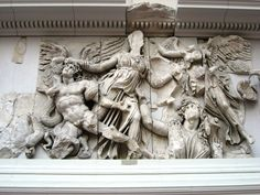 Detalle de los Gigantes desde el Altar de Pérgamo.