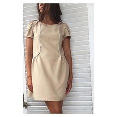 Coucou coucou voici la fameuse robe Forget me not by @slow_sunday_paris réalisée dans la sublime crêpe by @tissusbennytex idéale pour relever les détails : mancherons superposés et les empiècements froncés ... Et le passepoil argent pour dessiner joliment la taille Un vrai régal à porter #DIY #diyfashion #instamode #instafashion #passepoil #crepe #sleeves #mancherons #nude #dress #slowsundayparis #forgetmenot #robe #chic #mydressmade #bennytex #fabric #cousumain #couture #blogmode #fas
