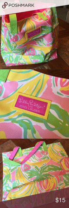 """🌸Lilly Pulitzer for Estee Lauder🌸 TOTE🌂 Strong sturdy tote. Never used. Fully lined with bottom support. 14"""" tall. 16 1/2"""" wide. 4 1/2 """" deep. Handle drop 8"""" from top of bag. Perfect size for afternoon at the beach or a fun tote for work. Lilly Pulitzer Bags Totes"""