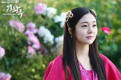 """Empress Danashri, daughter of El Temur, as played by Baek Jin-Hee in """"Empress Ki"""", Korean TV Series"""