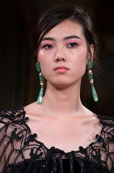 Armani Privé at Couture Fall 2018 - Details Runway Photos Armani Clothing, Couture Details, Armani Prive, Luxury Beauty, Contemporary Jewellery, Fall 2018, Jewelry Trends, Fashion Jewelry, Women's Fashion