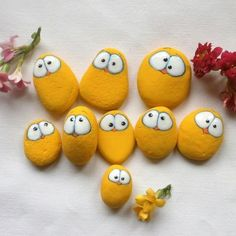 make Chick stones Easter decoration itself Stone Crafts, Rock Crafts, Crafts To Do, Crafts For Kids, Arts And Crafts, Pebble Painting, Pebble Art, Stone Painting, Diy Ostern