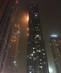 """La Stampa - Le fiamme avvolgono il """"Torch a Dubai"""""""