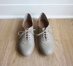 Vintage 1990s Shoes / Taupe Leather Dance Shoes / by simplevintage $35