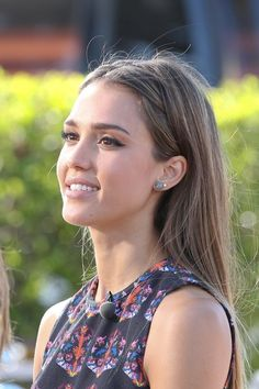 Jessica Alba--really loving the idea of her hair behind her ears with such flawless makeup and skin. I wish my skin would look like that and not be full of acne all the freaking time haha