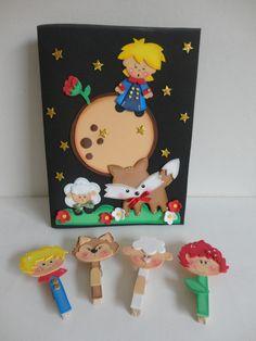 """Capa para caderno em eva, mais 4 prendedores decorados no tema """"Pequeno Príncipe"""". Faço outros temas."""
