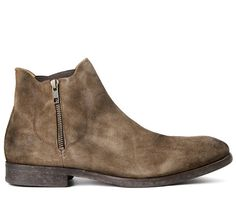 Adding a Hudson twist on the normal Chelsea boot, Mitchell has just expanded… Men Shoes With Jeans, Mens Shoes Boots, Mens Boots Fashion, Leather Boots, Shoe Boots, Men's Boots, Hudson Shoes, Mens Winter Boots, Winter Wear