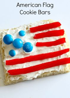 American flag cookie bar decorating station for kids! Fun food for 4th of July.