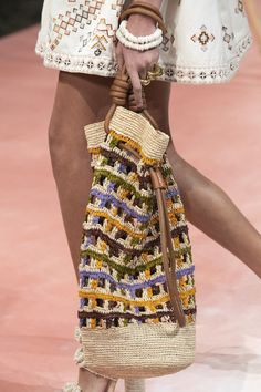 Ulla Johnson at New York Fashion Week Spring 2020 Ulla Johnson at New York Fashion Week Spring 2020 – Details Runway Photos Fashion Bags, Boho Fashion, Spring Fashion, Summer Trends, New Trends, New York Fashion, New Yorker Mode, Crochet Handbags, Crochet Tote