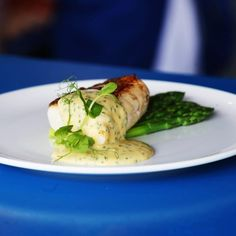 Pan-Fried Fillet of Hake with Asparagus & Chive Hollandaise by Aldi. Find this hake recipe on recipeguru.co.uk Hake Recipes, Fish Recipes, Seafood Recipes, Healthy Recipes, Healthy Foods, Cod Fish, Cheesy Potatoes, Food For A Crowd, Fish Dishes