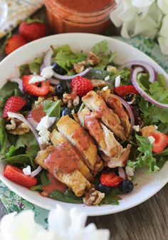 #paleo #paleomg Crispy Chicken Berry Salad with Strawberry Poppyseed Dressing