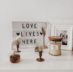 L'amour est partout avec les bougies parfumées WoodWick! ☺️ @antilight  #bliskopad2016 #bliskopad #bliskostwory #instamum #instamama #polishmum #rodzew2016 #design #loveliveshere #woodwick #woodwickpolska #airplants #oplątwa #dala #bajkowesluby #vintage #whitespace #tv_living #tv_allwhite #tv_vsco #vsco #vscocam #vscopolska #vscoonly #tiger #flyingtigercopenhagen #tigerpolska #westwing