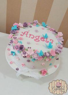 Tarta flores y mariposas en tonos pasteles para un cumpleaños Butterfly Birthday Cakes, Butterfly Cakes, Cake Cookies, Cupcake Cakes, Bithday Cake, Sweet Bakery, Gold Cake, Fancy Nancy, Baby Shower Cakes