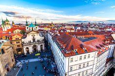 Клементинум (Klementinum) - уникальный комплекс сооружений в центре Праги, занимающий площадь в 20 000 кв.м. используемый чешской Национальной библиотекой.