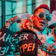 Willy Wonka glasses for the famous italian rapper Sfera Ebbasta? Rapper, Round Sunglasses, Willy Wonka, Photo And Video, Videos, Vintage, Instagram, Vintage Comics, Video Clip