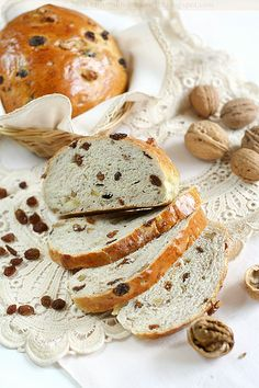 Pan con l'uva e nocier - Typical Tuscan dish on November (Bread with dry grape and nuts)