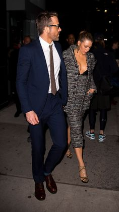 The stylish duo, Blake Lively and Ryan Reynolds, made waves in slick suiting while out in New York City. Blake Lively Ryan Reynolds, Ryan Reynolds Style, Blake And Ryan, Blake Lively Family, Blake Lively Style, Serena Van Der Woodsen, Triangle Face Hairstyles, Stylish Couple, Gossip Girl