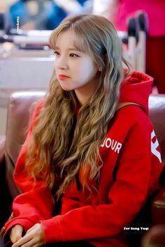 Kpop Girl Groups, Korean Girl Groups, Kpop Girls, Homo, Ulzzang Korean Girl, Fandoms, Soyeon, Hairstyles For School, Entertainment