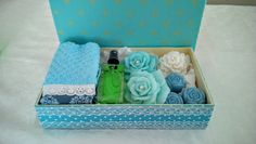 Caixa de MDF , com uma Toalha de Lavabo, Spray Home e sabonetes também no mesmo tom do Tecido da Caixa.