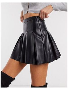 Black Pleated Skirt Outfit, Pleated Mini Skirt, Midi Skirt, Black Leather Mini Skirt, Faux Leather Skirt, Black Leather Skirt Outfits, Elegantes Outfit Frau, Sexy Rock, Mode Ootd
