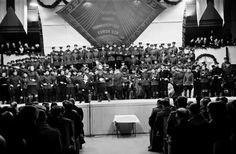 Puna-armeijan laulu- ja tanssiyhtyeen konsertti Messuhallissa (=Töölön…
