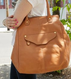 Everything about this bag is perfect! Color, size, design, so good.