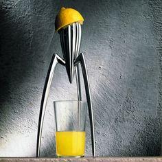 Presse-agrume Juicy Salif, Philippe Starck pour Alessi. Un classique qui a fait la réputation de la marque.