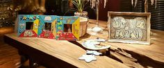 Frame with mirror and decorative painting jungle animals. Marco con espejo sobre madera y pintura decorativa animales de la selva