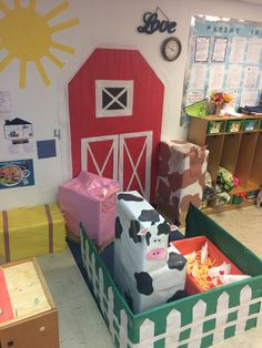 13 Farm Animals Preschool Trays Best Animal Art Kindergarten Images In Preschool - Mar Explore Val Whitlocks . Farm Animals Preschool, Farm Animal Crafts, Fall Preschool, Preschool Classroom, Classroom Themes, In Kindergarten, Farm Classroom Decorations, Preschool Farm Theme, Dramatic Play Area