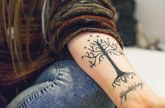 Lord of the rings tattoo Elvish Tattoo, Hobbit Tattoo, Tolkien Tattoo, Ring Tattoos, Cute Tattoos, Piercing Tattoo, Beautiful Tattoos, Sleeve Tattoos, Nerdy Tattoos